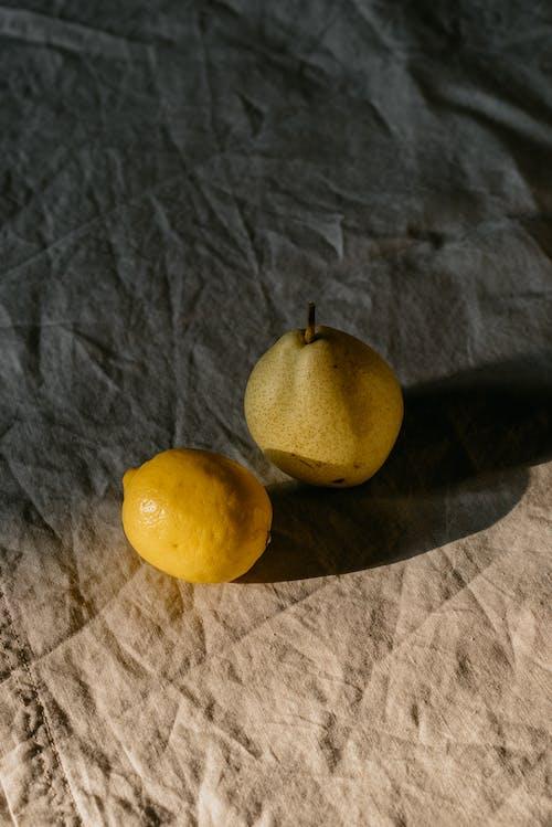 Darmowe zdjęcie z galerii z cytryna, gruszka, martwa natura