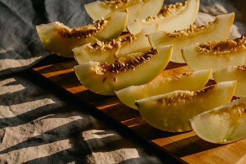 Darmowe zdjęcie z galerii z ciąć, drewniana deska, melon