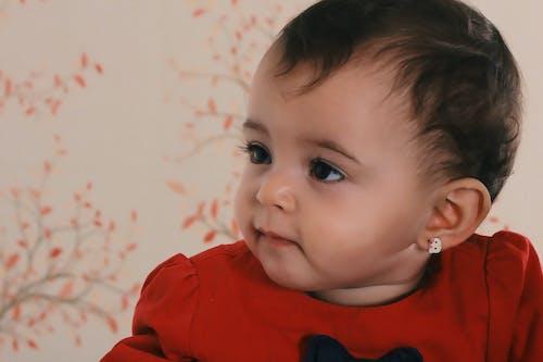 Foto d'estoc gratuïta de adolescència, adorable, arracades, bebè