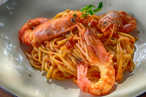 Foto profissional grátis de alimento, almoço, camarão, camarão rei