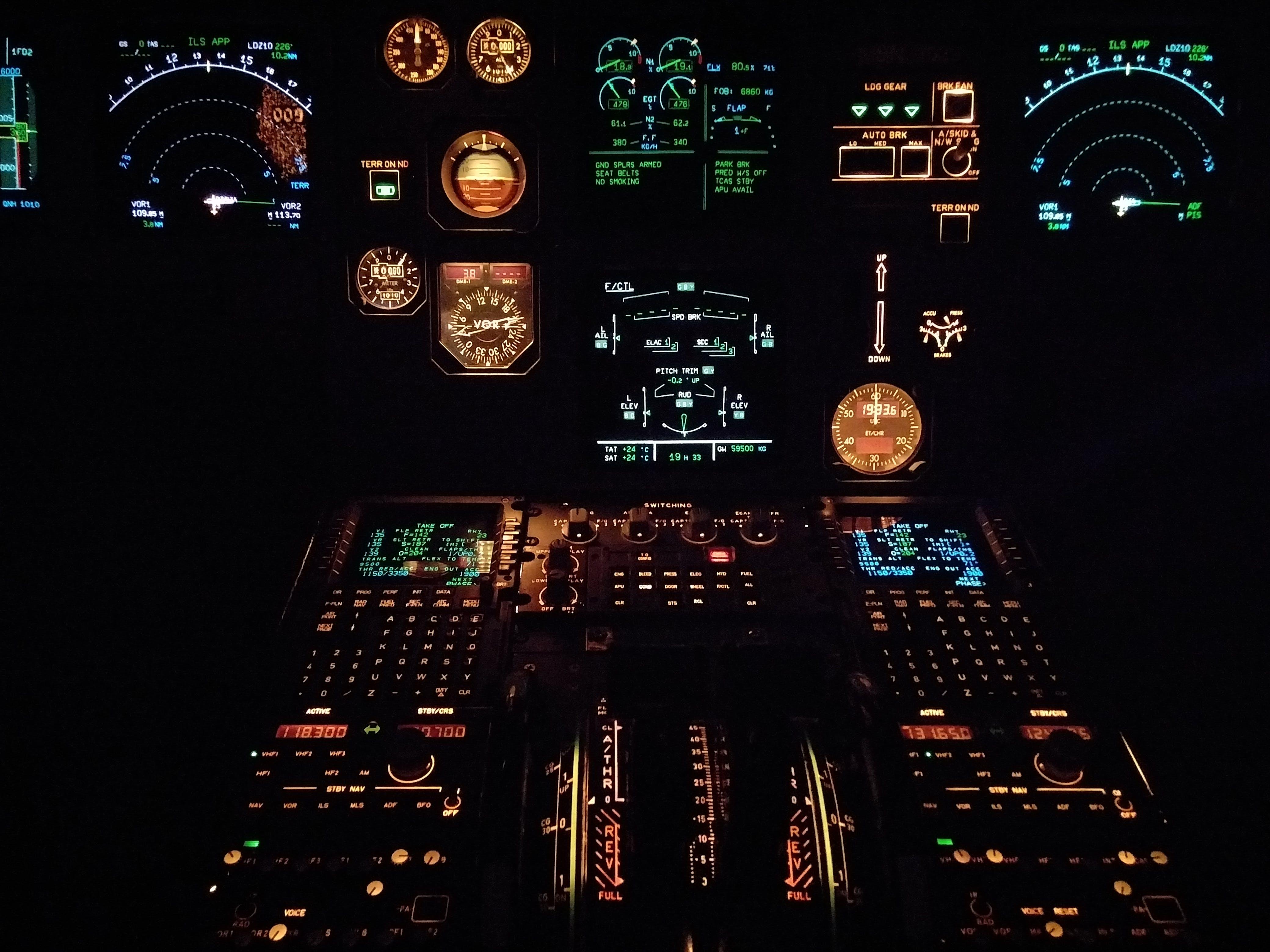 Foto d'estoc gratuïta de aviació, avió, calibrar, il·luminat