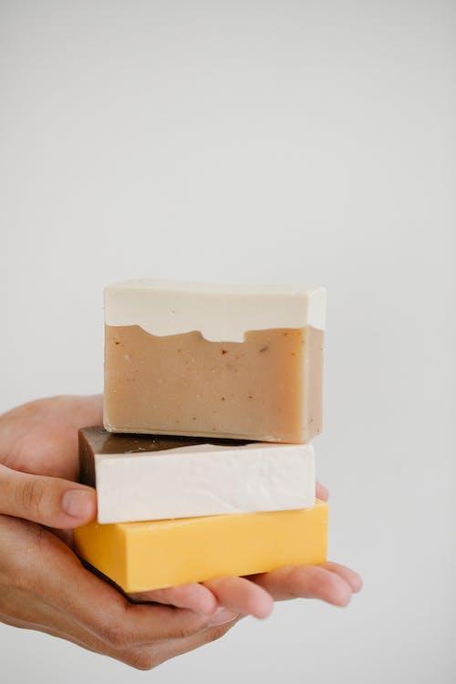 желто белый пластиковый пакет