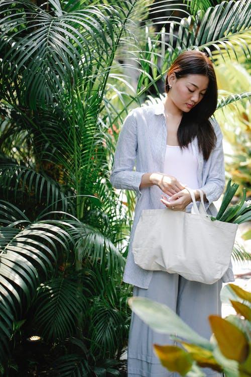 Безкоштовне стокове фото на тему «агрономія, азіатська жінка, вертикальний»