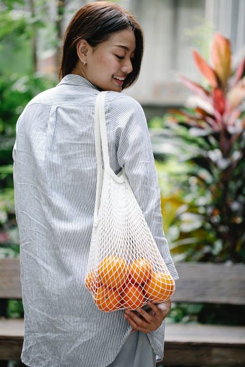 Gratis stockfoto met achteraanzicht, Aziatische vrouw, biologisch
