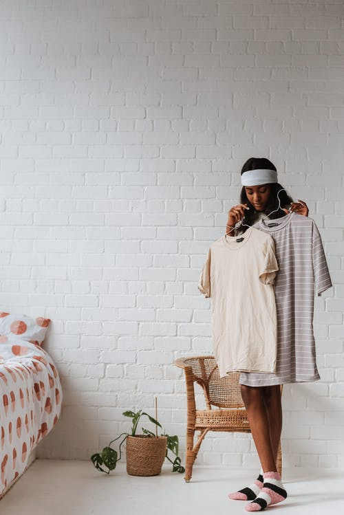 afrikalı-amerikalı kadın, aksesuar, aşındırmak içeren Ücretsiz stok fotoğraf