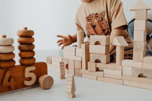 Immagine gratuita di costruzioni, focus selettivo, giocattoli di legno