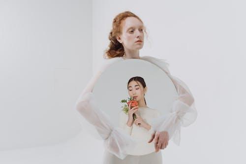 Základová fotografie zdarma na téma běloch, bílé oblečení, bílé pozadí