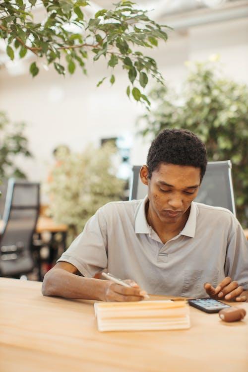 Ilmainen kuvapankkikuva tunnisteilla afroamerikkalainen, älypuhelin, henkilö