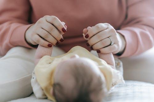 Kostenloses Stock Foto zu baby, bett, bezaubernd