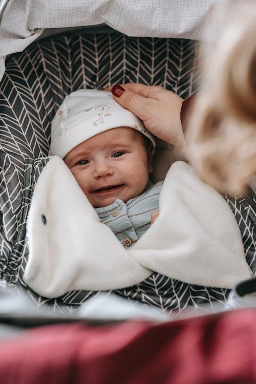 Ingyenes stockfotó anya, aranyos, aratás témában