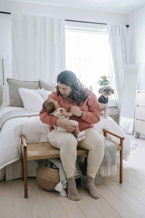Photos gratuites de à l'intérieur, adorable, bébé