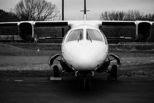 Fotobanka sbezplatnými fotkami na tému čierna a biela, fotografia, letisko, lietadlo