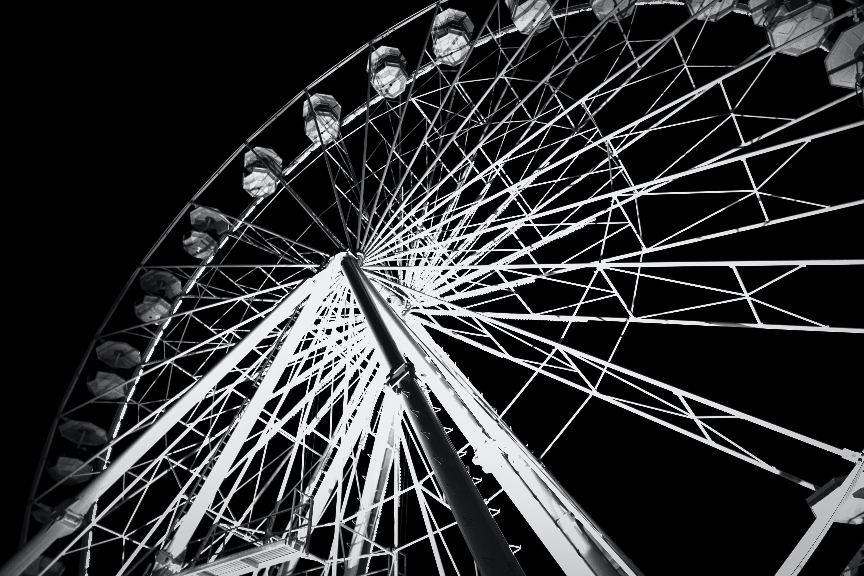 Základová fotografie zdarma na téma černobílá, jízdy, karneval, noc