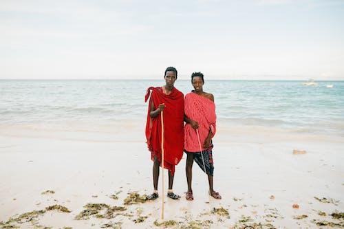 Foto profissional grátis de à beira-mar, adolescência, adolescente