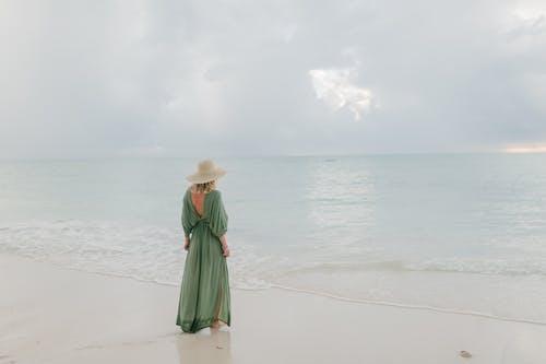 Immagine gratuita di a piedi nudi, acqua, ambiente