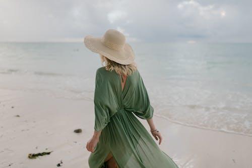 Immagine gratuita di abito, acqua, ammirare