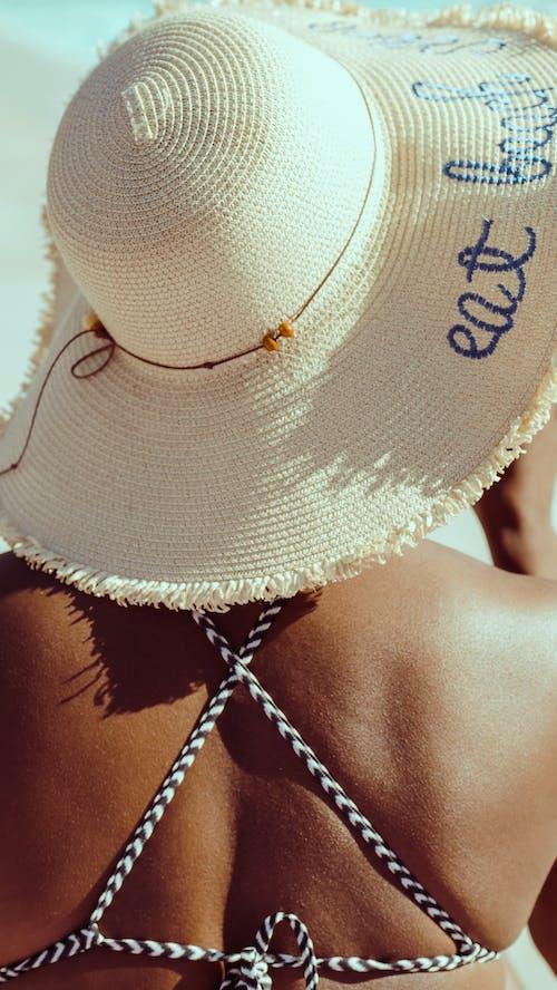 Foto profissional grátis de biquíni, calção, chapéu de praia