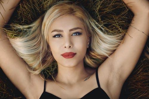 Fotobanka sbezplatnými fotkami na tému atraktívny, blondína, červené pery