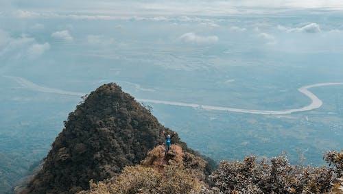 Безкоштовне стокове фото на тему «альпіністи, вершина, високий, вода»