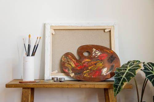 Fotos de stock gratuitas de Arte, Banco de madera, cepillos