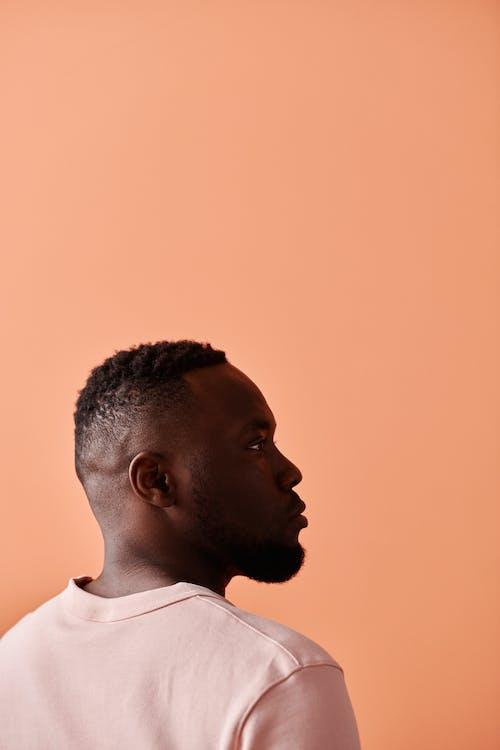 Základová fotografie zdarma na téma afroamerický, boční strana, broskvové pozadí