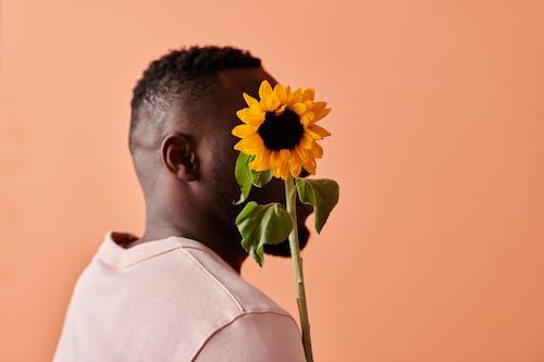 Základová fotografie zdarma na téma afroamerický, anonymní, broskvové pozadí