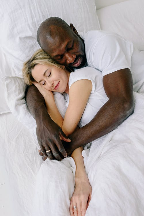 Gratis stockfoto met affectie, bed, genegenheid