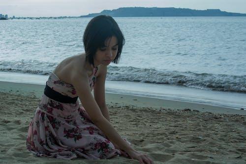 Безкоштовне стокове фото на тему «життя на пляжі, коротке волосся, кохані, макіяж»