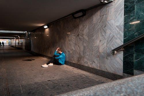 Ingyenes stockfotó #alagút, #férfi, #fiú, #lámpák témában