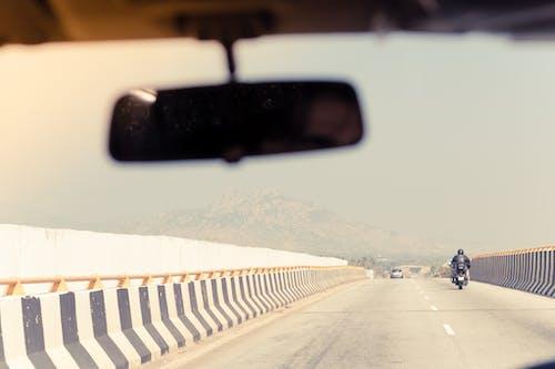 Kostnadsfri bild av berg, bergen, bil, bilar