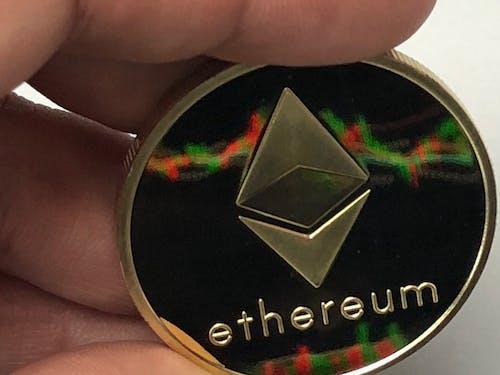 Бесплатное стоковое фото с etherum, монета, отражение