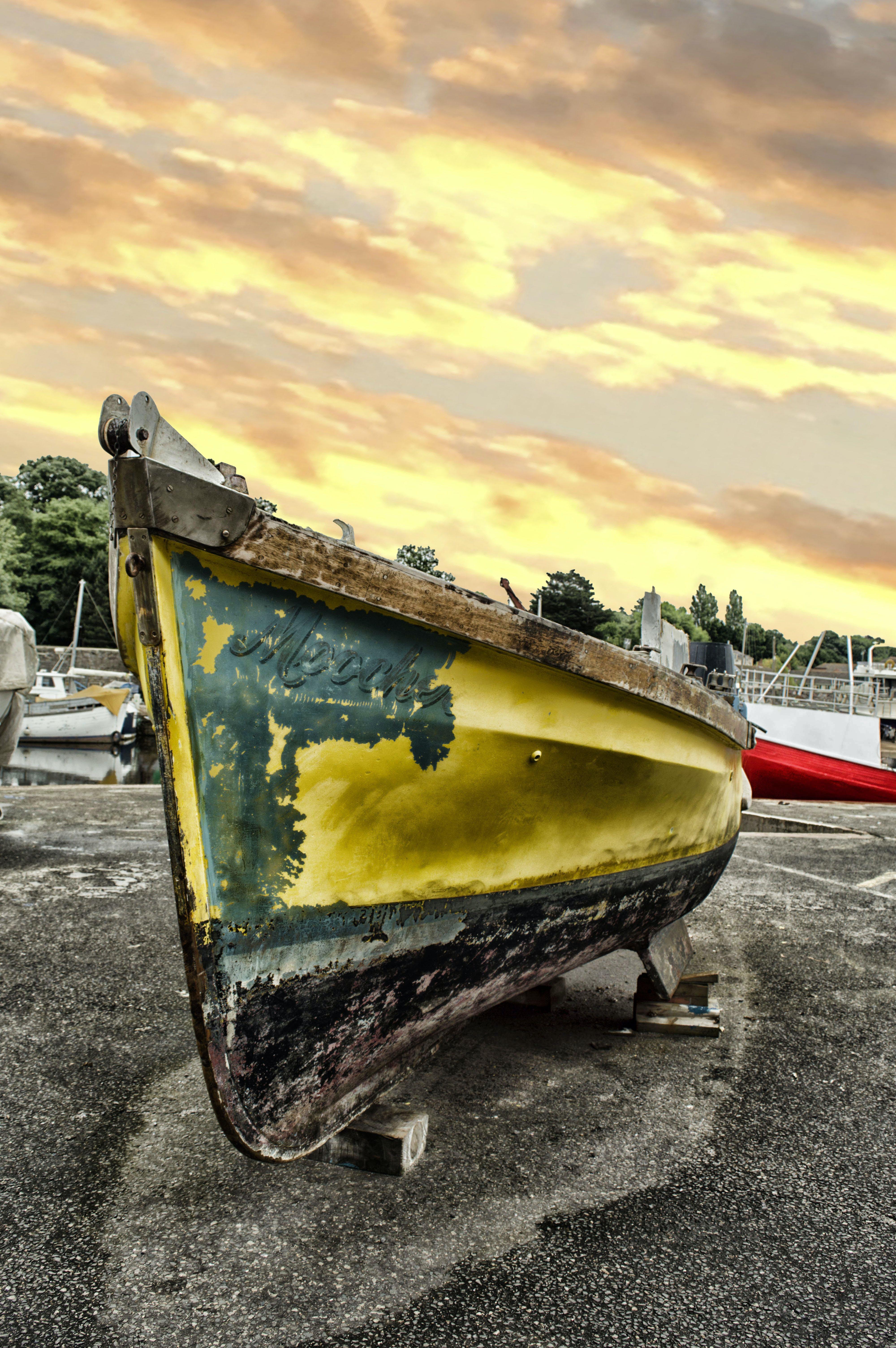 Foto profissional grátis de água, amarelo, barco, barco colorido