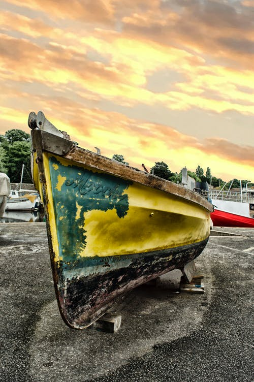 Gratis arkivbilde med båt, dagslys, farget, farget båt