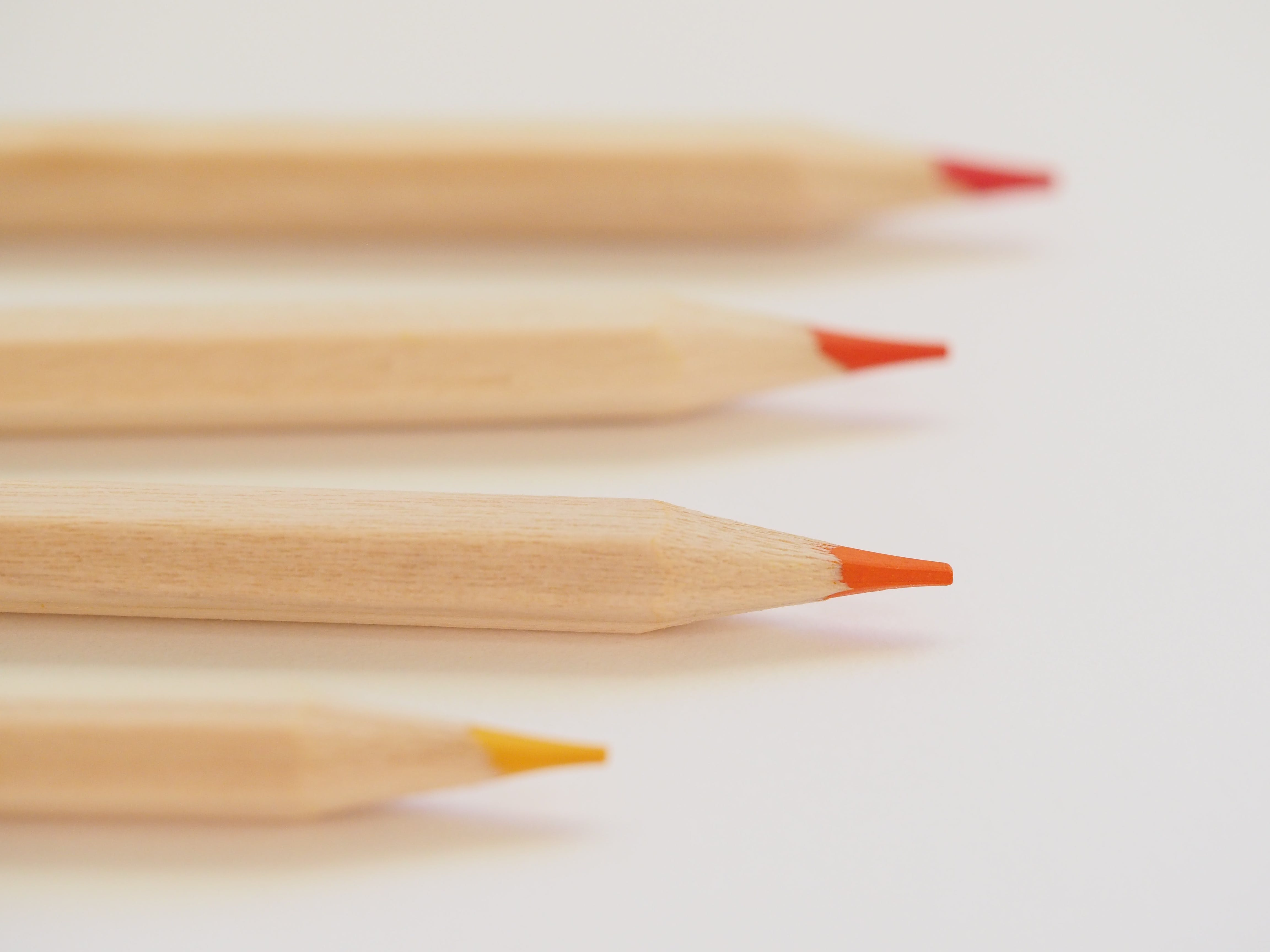 Základová fotografie zdarma na téma barvy, bílé pozadí, červená, dřevěná tužka