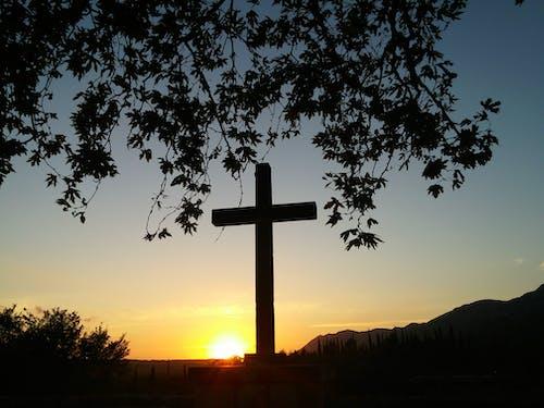 Immagine gratuita di croce, tramonto