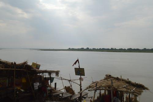 Безкоштовне стокове фото на тему «берег річки, прибережна смуга»