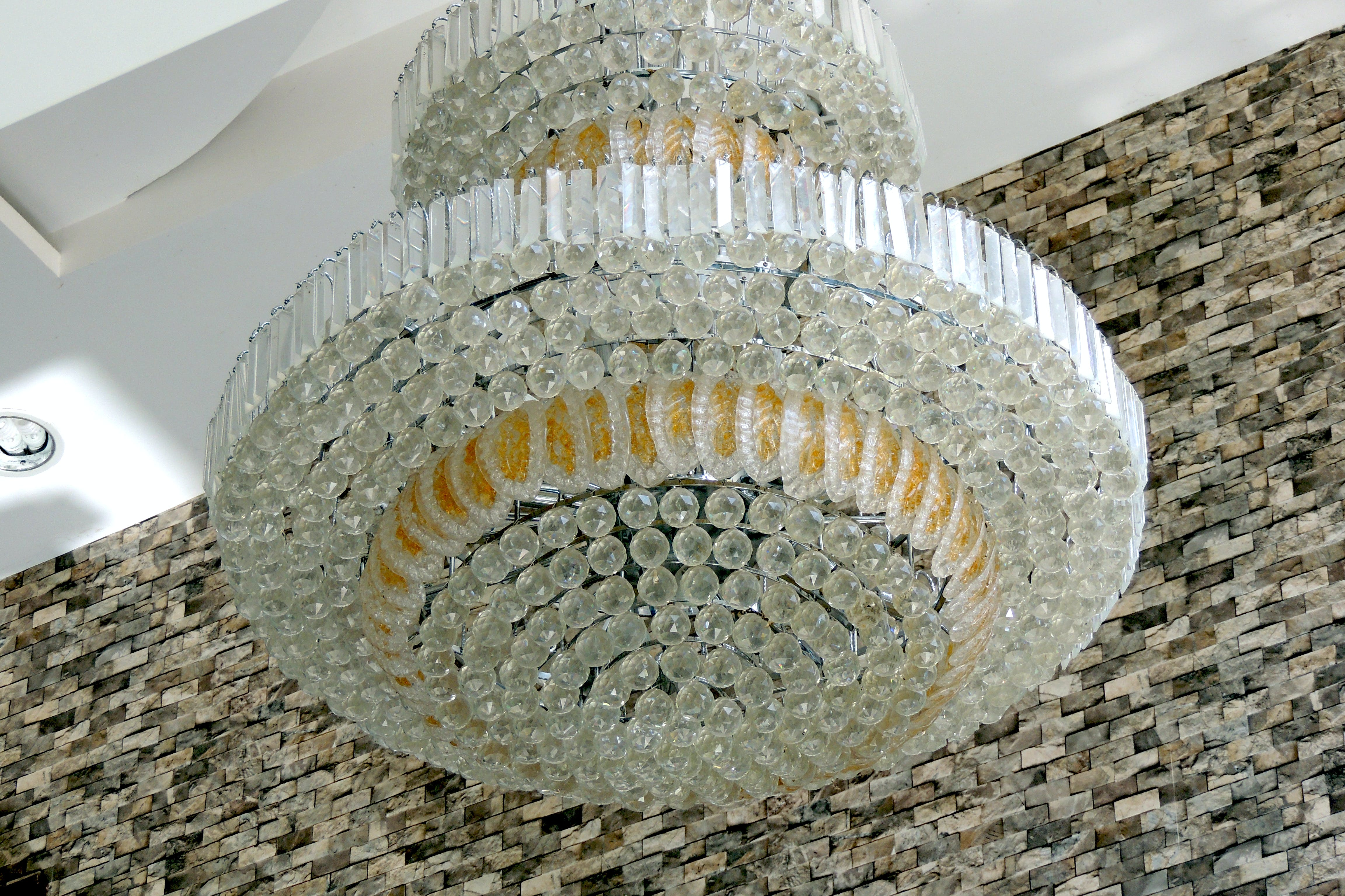 Kostenloses Stock Foto zu beleuchtung, hängen, kronleuchter, lampen