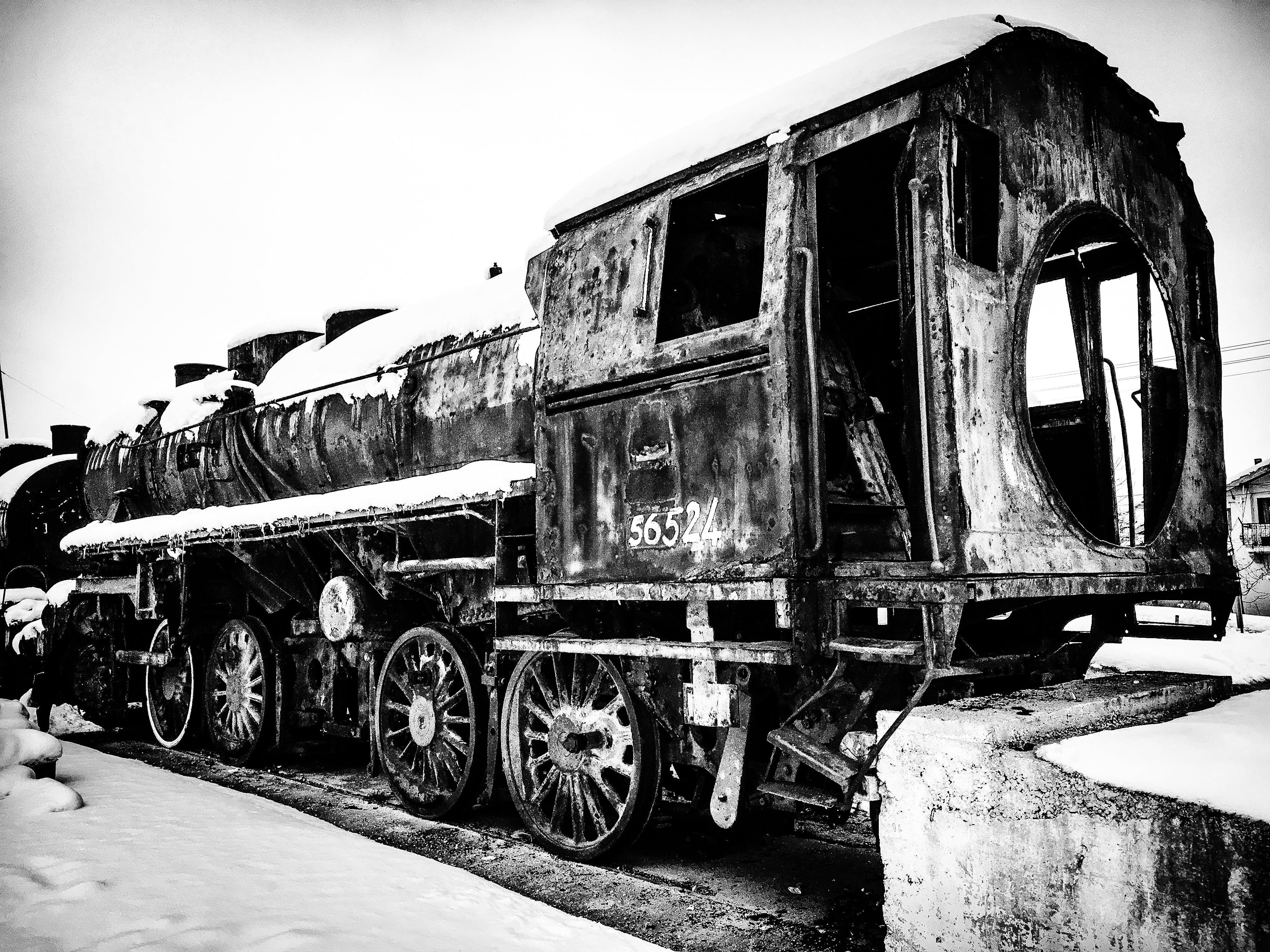 Kostenloses Stock Foto zu schwarz und weiß, industrie, zug, fahrzeug