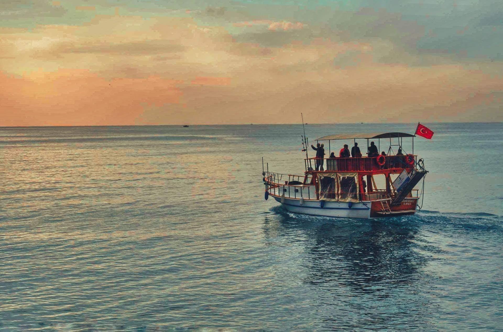 Δωρεάν στοκ φωτογραφιών με Άνθρωποι, αυγή, βάρκα, διακοπές