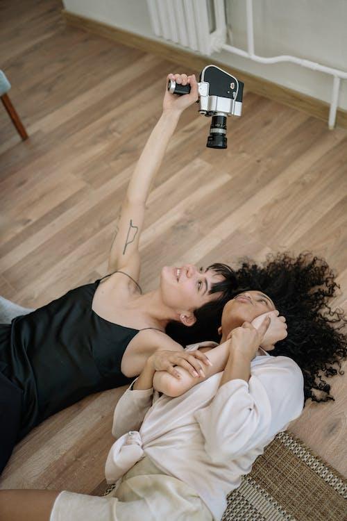 ateş etmek, beraber, birlikte içeren Ücretsiz stok fotoğraf