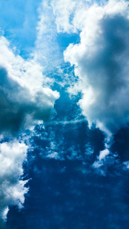 Бесплатное стоковое фото с кататься на лыжах, облака, облако, облачный