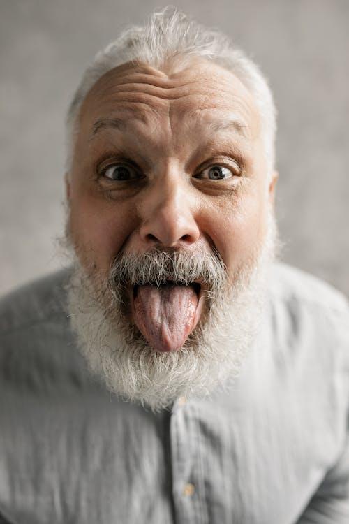 คลังภาพถ่ายฟรี ของ ความสุข, ชายสูงอายุ, ตลก