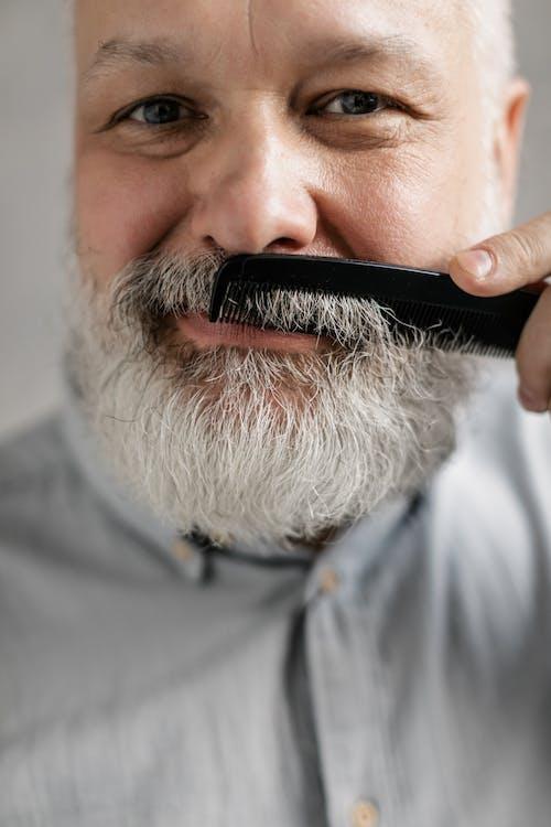 Fotobanka sbezplatnými fotkami na tému bradatý, česanie, dedo