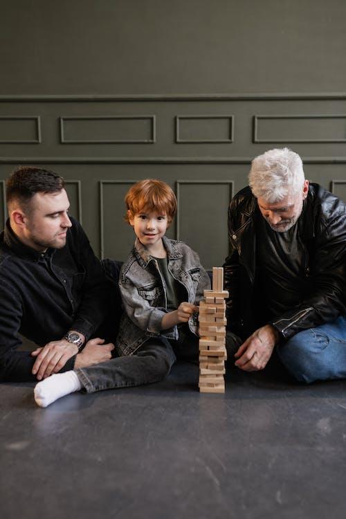 Immagine gratuita di anziano, bambino, blocchi di legno