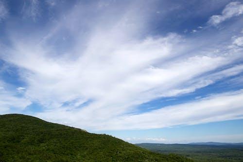 山岳, 森林, 空, 雲の無料の写真素材