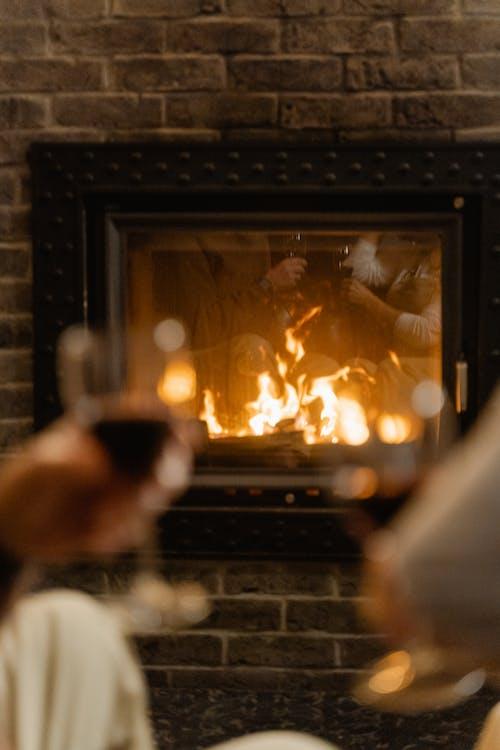 呆在家里, 壁爐, 室內 的 免费素材图片