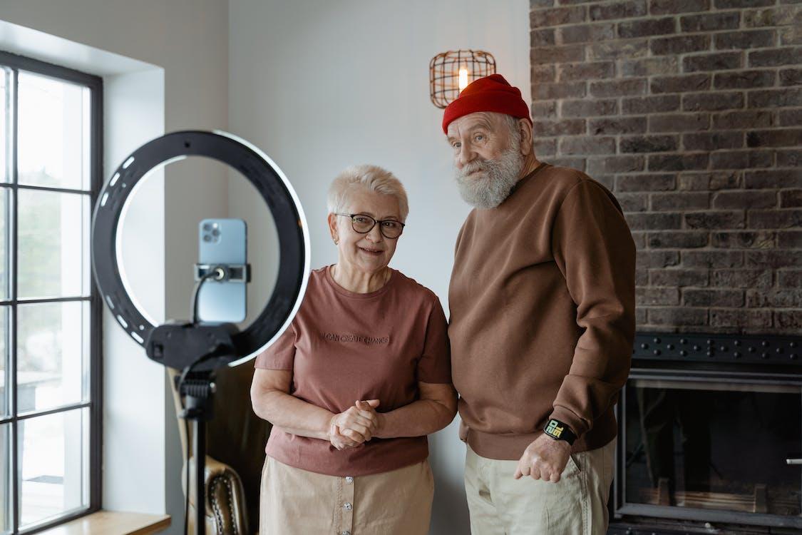 Photos gratuites de à la retraite, chez-soi, content