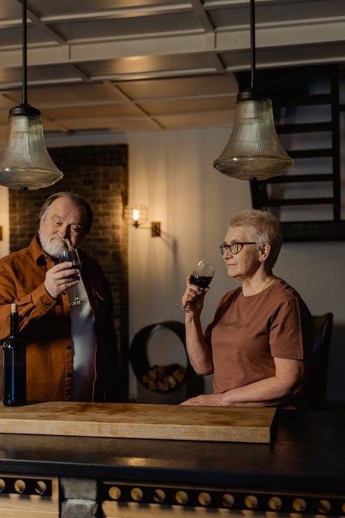 adam, anneanne, babaanne içeren Ücretsiz stok fotoğraf