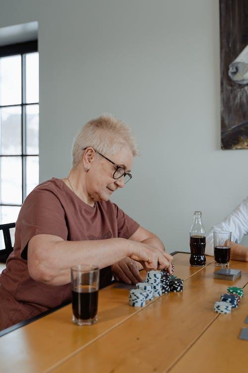 おばあちゃん, お年寄り, ギャンブルの無料の写真素材
