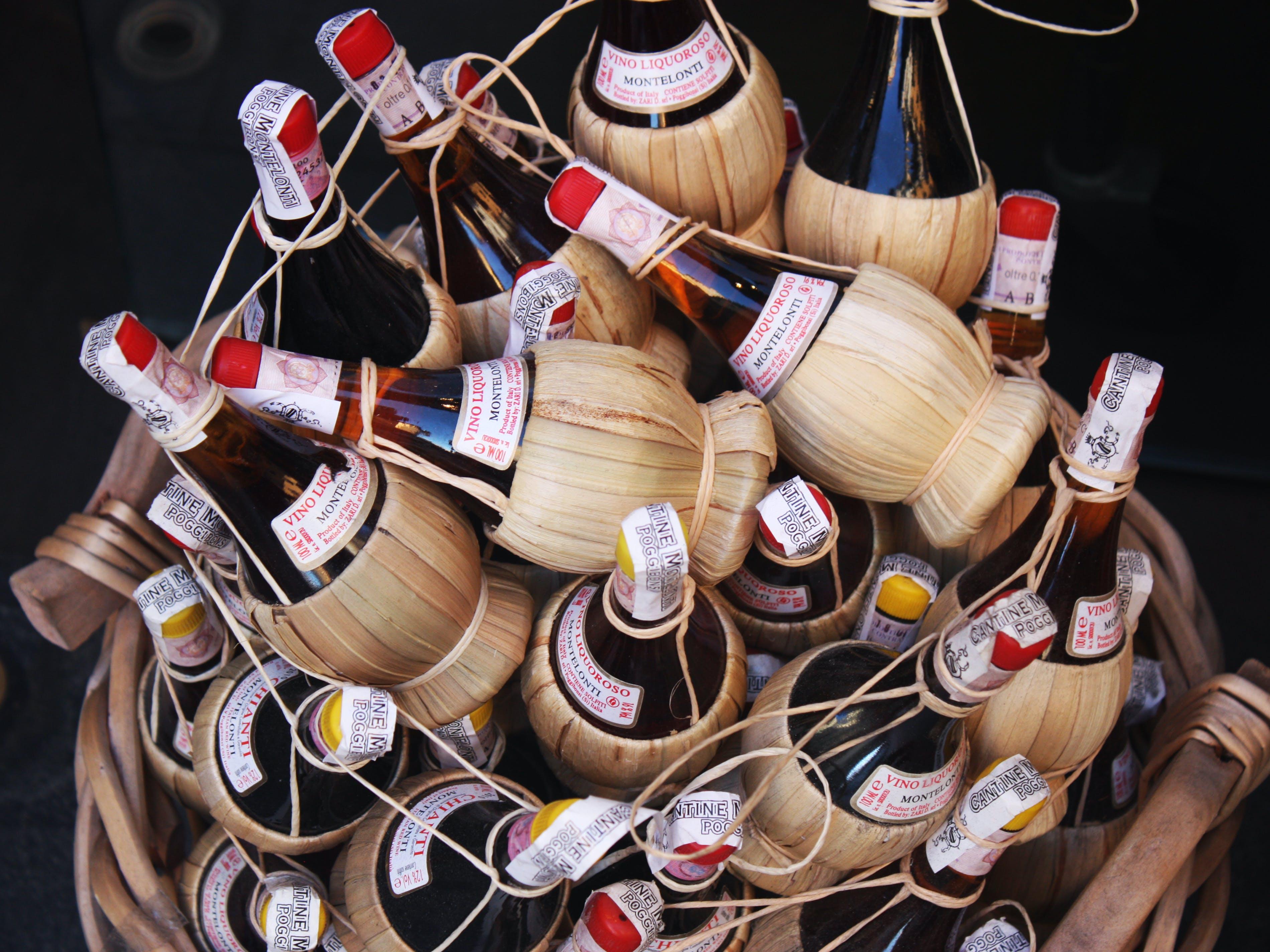 Kostenloses Stock Foto zu alkohol, bündel, farben, flaschen